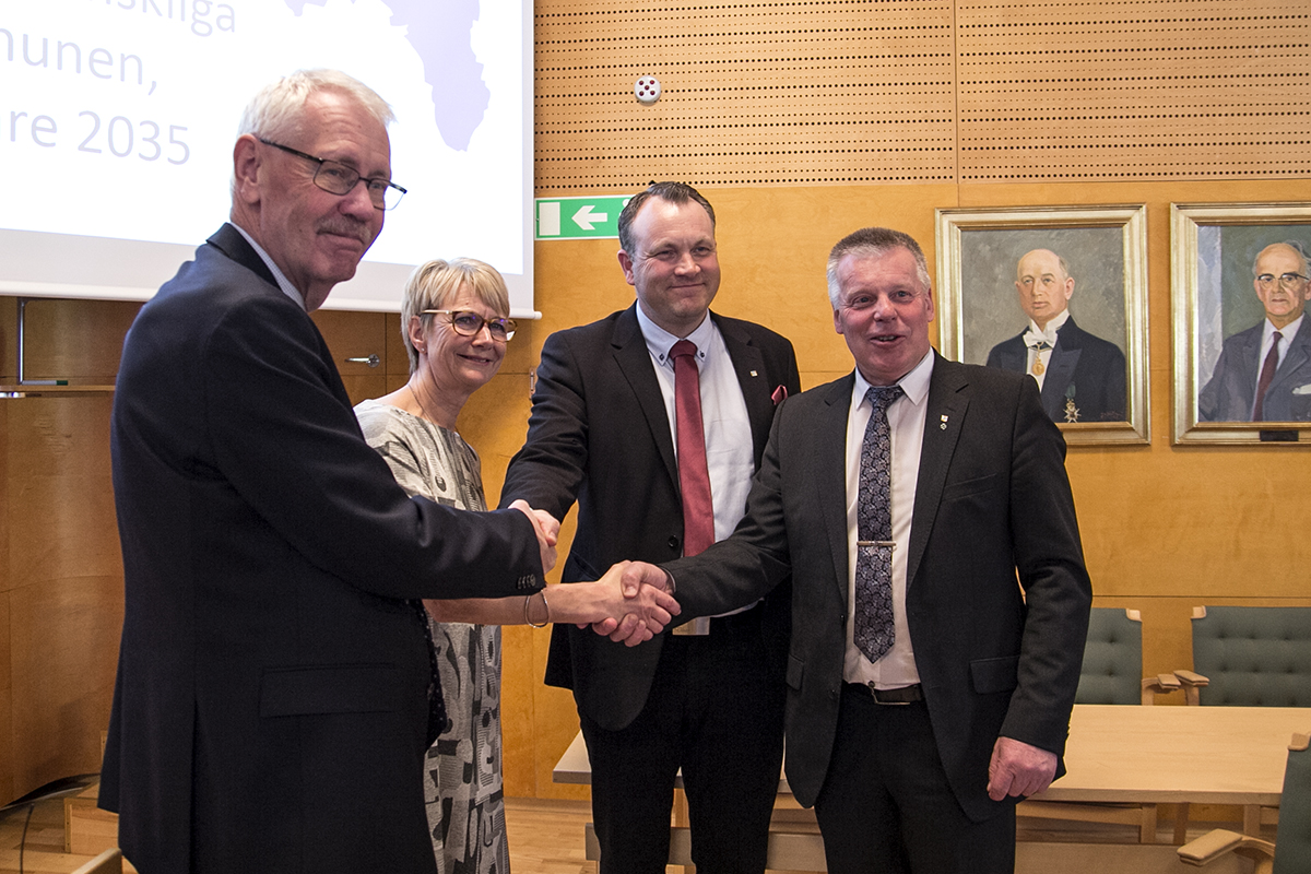Första handslaget för höghastighetsjärnvägen görs i Värnamo. Foto: Sandra Adams Backlund, Sverigeförhandlingen.